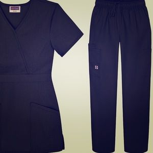NEW WITHOUT TAGS!!! scrub set!!